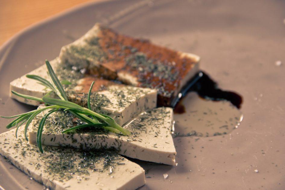 tofu-1478700_1920