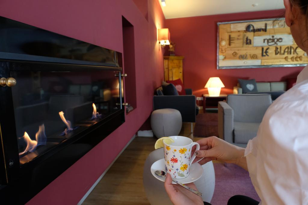 Veronza Hotel narty z ATJ Lingwista (3) sala kominkowa