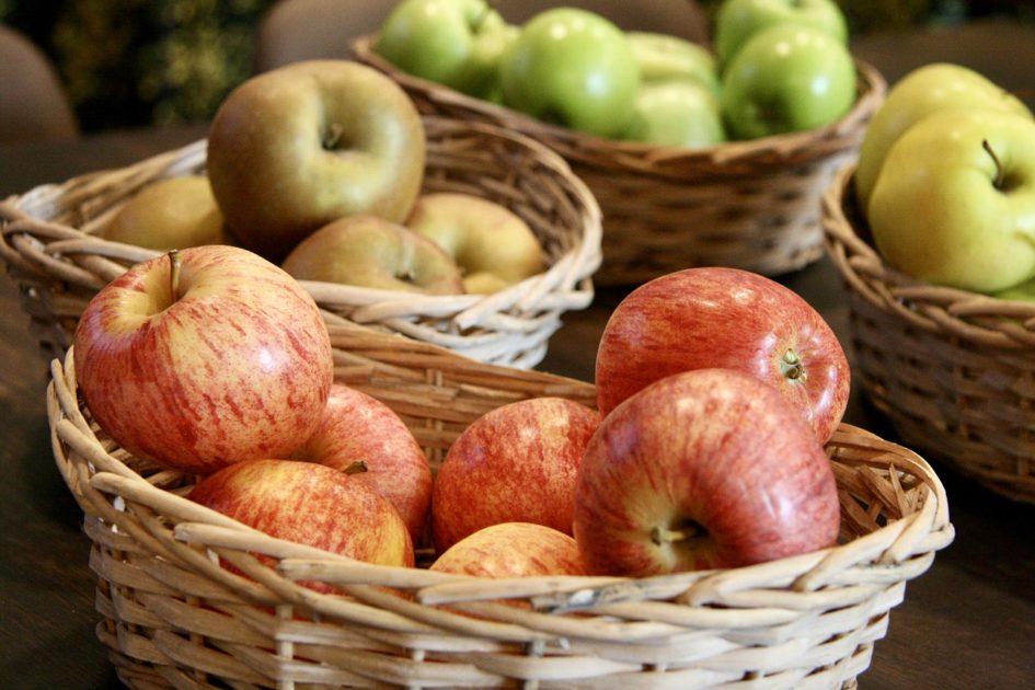 apple-2447839_1280